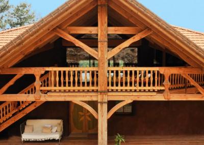 Le Nid des Anges est une maison bioclimatique construite en matériaux naturels (bois, paille, argile), spacieuse et dotée d'un grand confort de vie