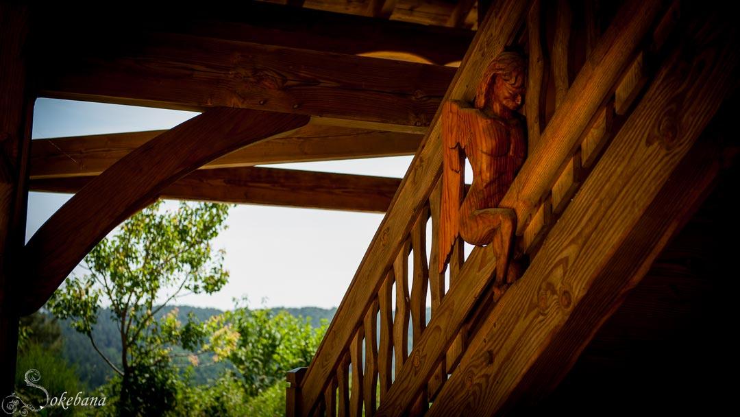 Détail sculpté escalier extérieur bois