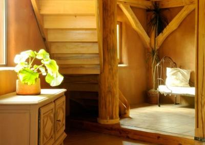 Quatre salons pour se relaxer au gré de la journée. Lire, se prélasser au coin de la cheminée, admirer la vallée et sa nature verdoyante ou apprécier de la musique. Tout est possible.
