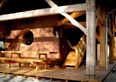 La terrasse extérieure, accessible directement depuis la cuisine