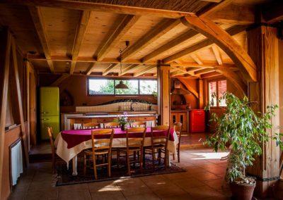 La cuisine, lumineuse et spacieuse