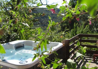 Le spa peut accueillir jusqu'à cinq personnes assises et une allongée.